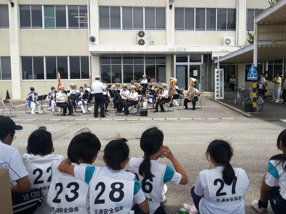 徳島県警音楽隊の演奏