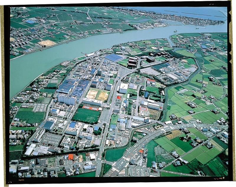 大塚食品の本社所在地は大阪で、全国に2カ所の研究所と4カ所の工場で大塚グループの製品開発・生産を行っています。徳島には徳島食品研究所、徳島工場があり、主にレトルト食品、飲料を中心に研究開発・生産を行っています。