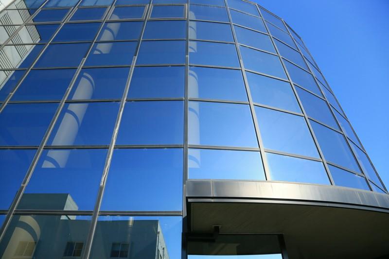 「環境に貢献する会社」として、地球温暖化防止に取り組んでいます。大塚化学では、徳島県に徳島工場、鳴門工場、松茂工場の3つの生産工場を設置しています。「環境」のキーワードのもと、省エネルギーの推進や環境負荷の低減、環境配慮型の体制づくりの取り組みを積極的に推進しており、3工場全て、環境マネジメントシステム(ISO14001)の認証を取得しています。